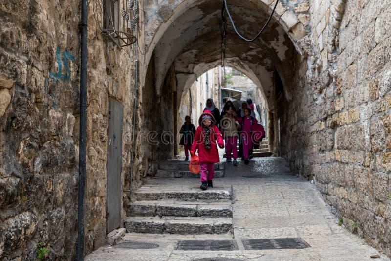 走在耶路撒冷老的孩子  免版税库存图片