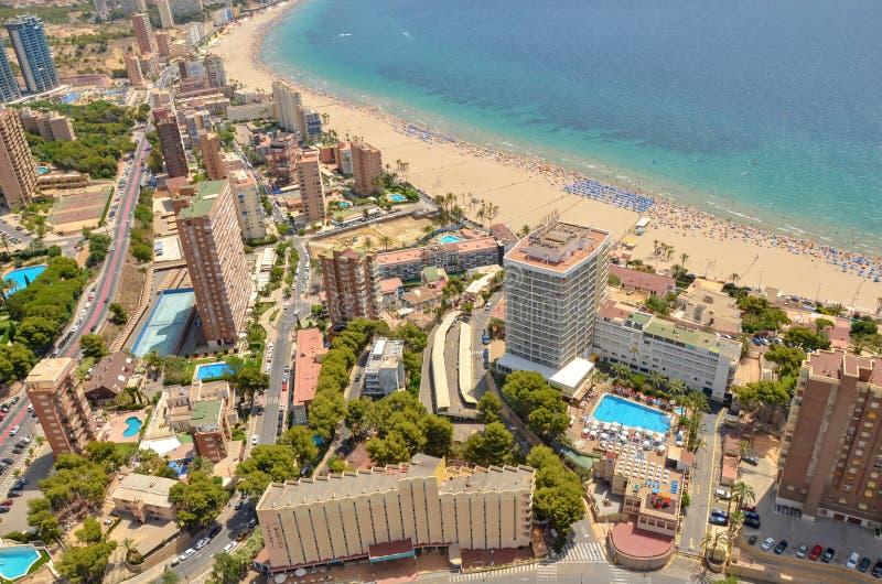 走在街道上-巴伦西亚海滩 西班牙巴伦西亚–最好现代和历史 免版税图库摄影