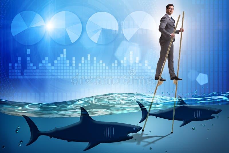 走在鲨鱼中的高跷的商人 图库摄影