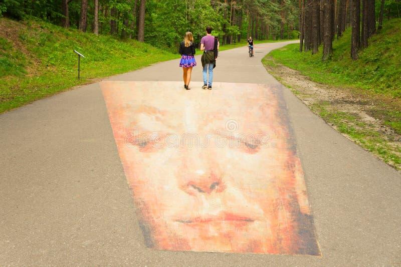 走在3D绘画的年轻夫妇 免版税库存图片