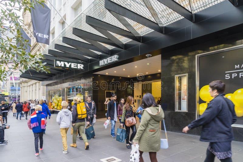 走在Myer之外的顾客在墨尔本 库存图片