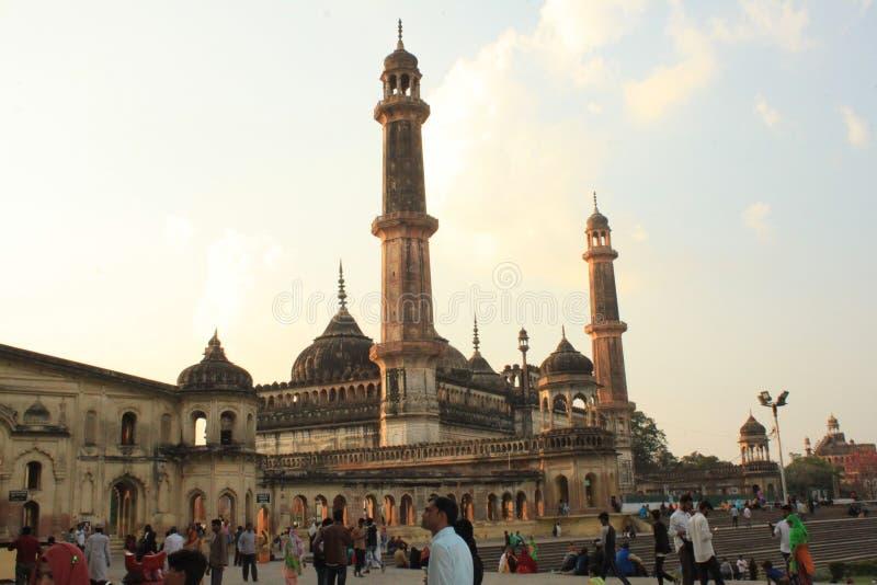 走在Nawabs一个历史坟茔的人们  库存图片