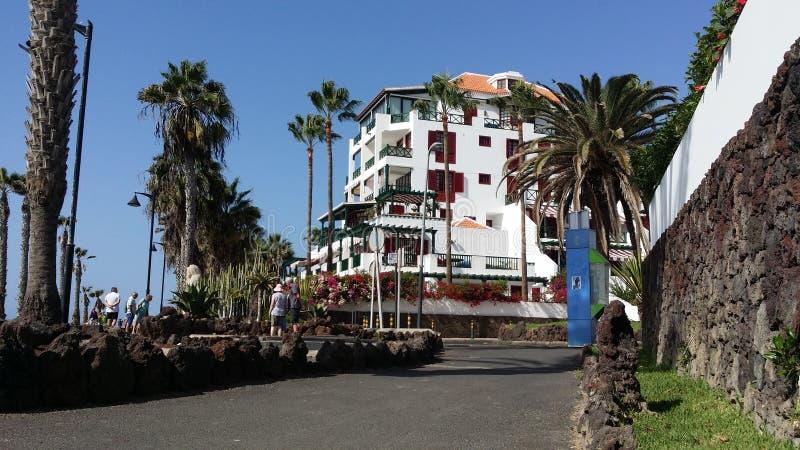 走在Puerto圣地亚哥的海视图 特内里费岛,阿德赫 西班牙 图库摄影
