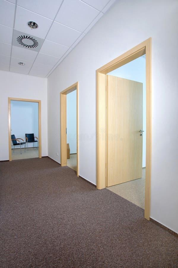 走廊内部现代办公室 免版税图库摄影