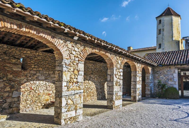 走廊在内在围场圣徒吉恩de Sorde Medieval修道院 联合国科教文组织世界遗产在法国,中篇小说阿基旃 免版税库存照片