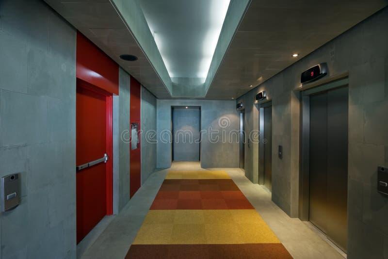 走廊现代办公室 免版税库存照片