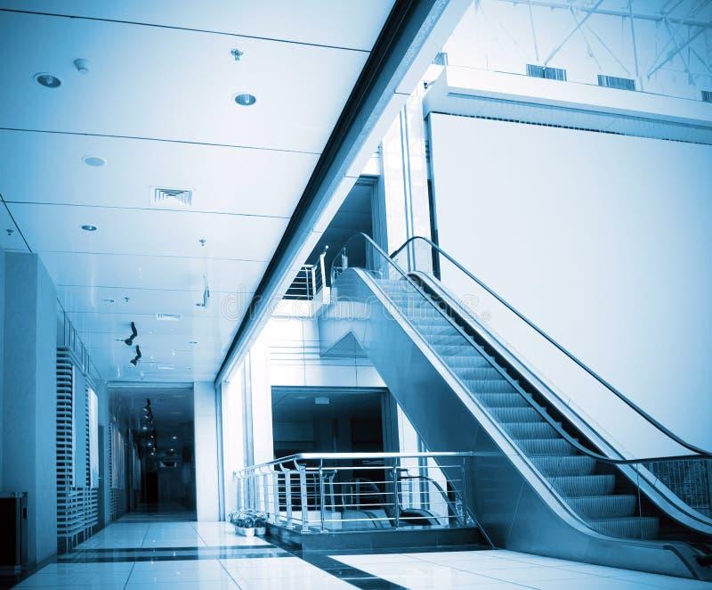 走廊自动扶梯 免版税库存图片