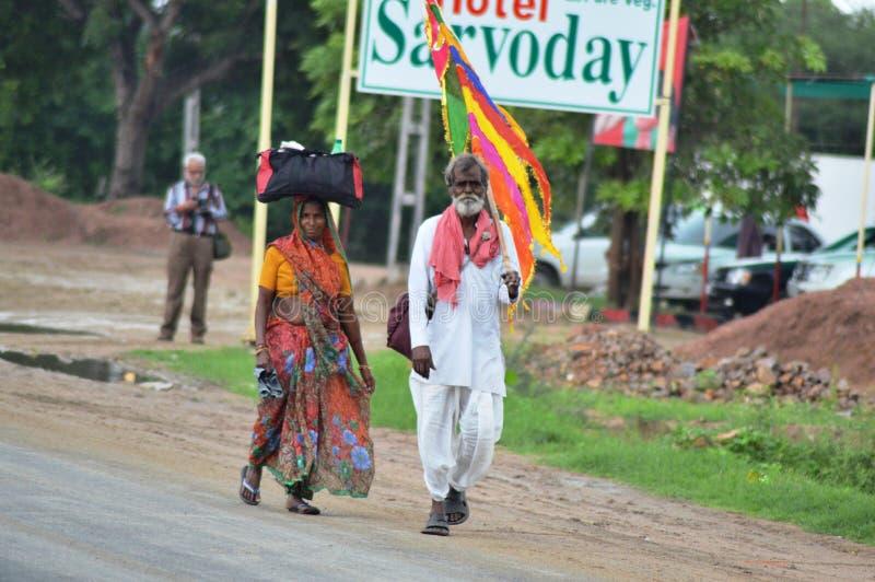 走往阿姆巴吉,古杰雷特,印度的献身者 免版税图库摄影