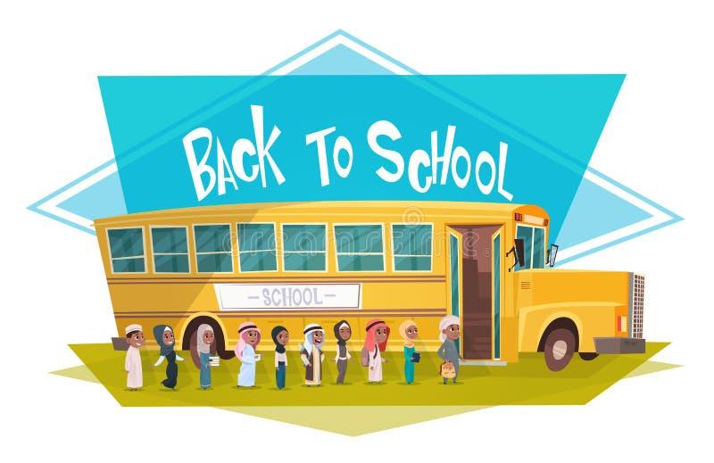 走阿拉伯学生的小组染黄公共汽车骑马回到学校回教学童9月1日 库存例证