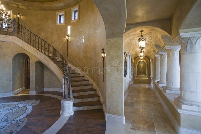 走廊和楼梯在议院里 库存图片