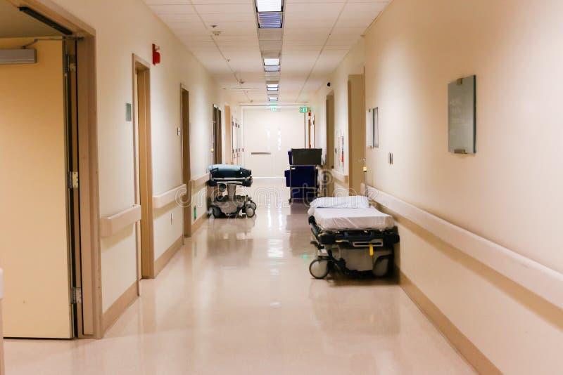 走廊或走廊在医院或医疗设施 免版税库存照片