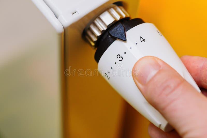 起动幅射器的手 免版税图库摄影