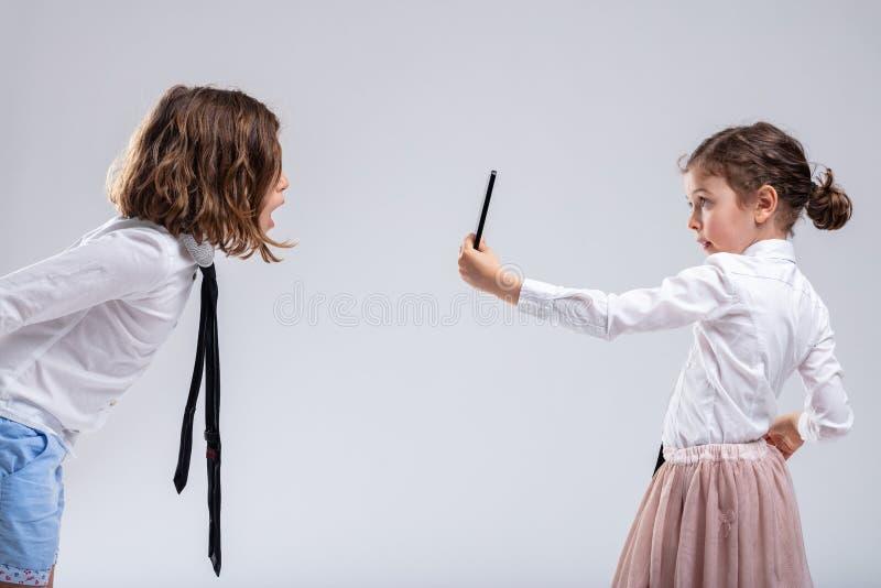 起反应以震动或触目惊心的少女 库存图片