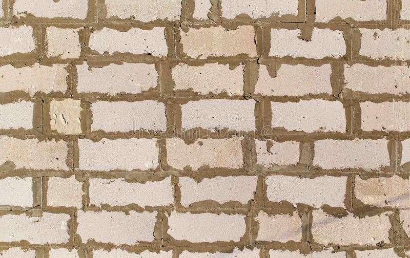 起泡沫在墙壁的具体砖作为抽象背景 库存照片