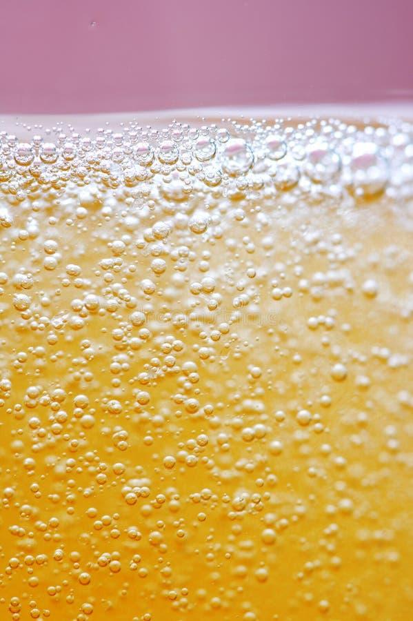 起泡金黄的香槟 免版税图库摄影
