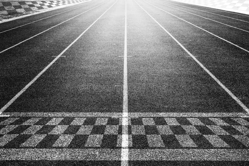 起点赛跑在路跑马场背景 免版税图库摄影