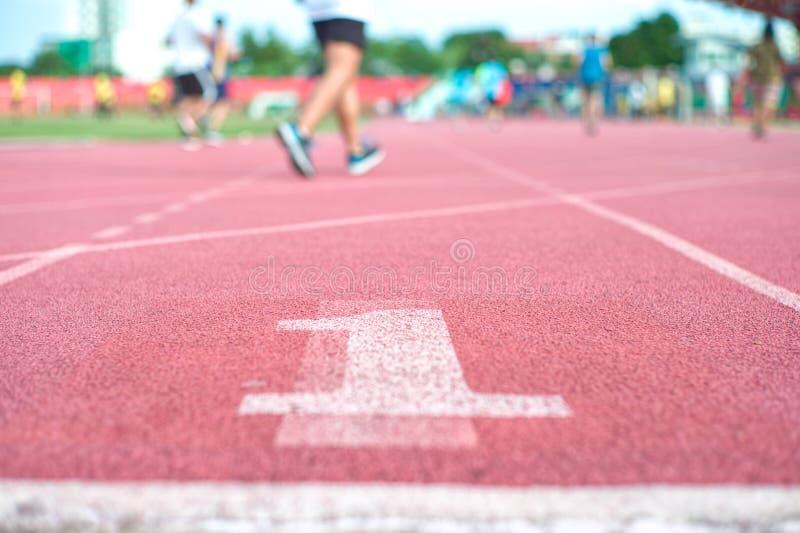 起点赛马跑道在体育场内 图库摄影