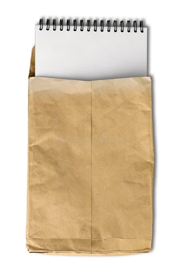 起皱纹的书棕色信包便条纸白色 免版税库存图片