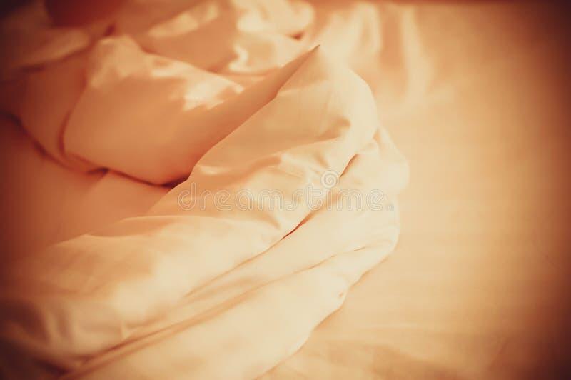 起皱纹的床单纹理抽象背景 库存图片