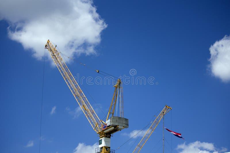 起重机为泰国大厦运转 免版税库存照片