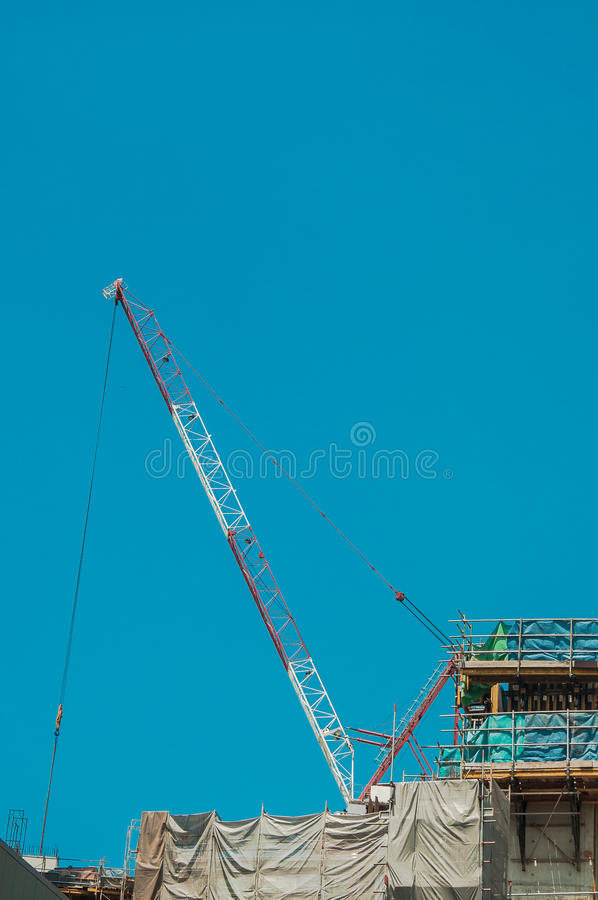 起重机和杠杆contruction的在城市运转 库存照片