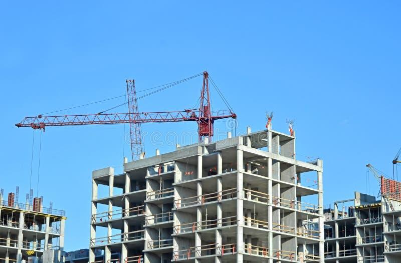 起重机和高层建造场所 免版税库存照片