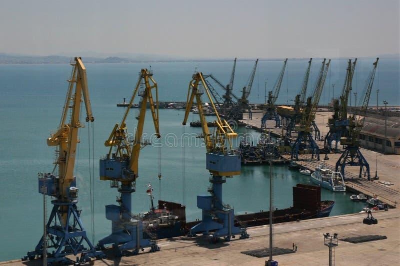起重机在都拉斯港口在阿尔巴尼亚 库存照片