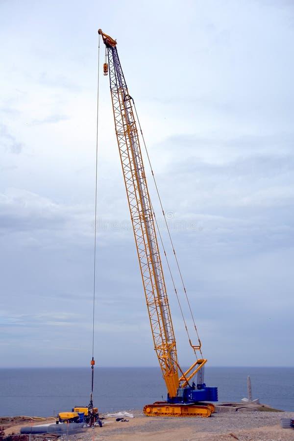 起重机履带牵引装置井架工作 库存照片