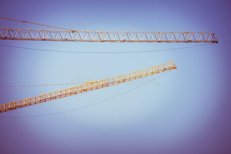起重机建筑业背景的胳膊 库存图片
