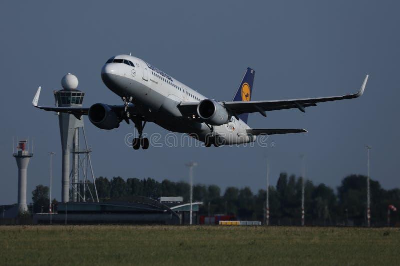 起飞从阿姆斯特丹机场,AMS的汉莎航空公司飞机 图库摄影