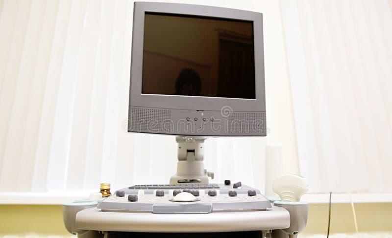 超声波设备在医生办公室 免版税库存照片