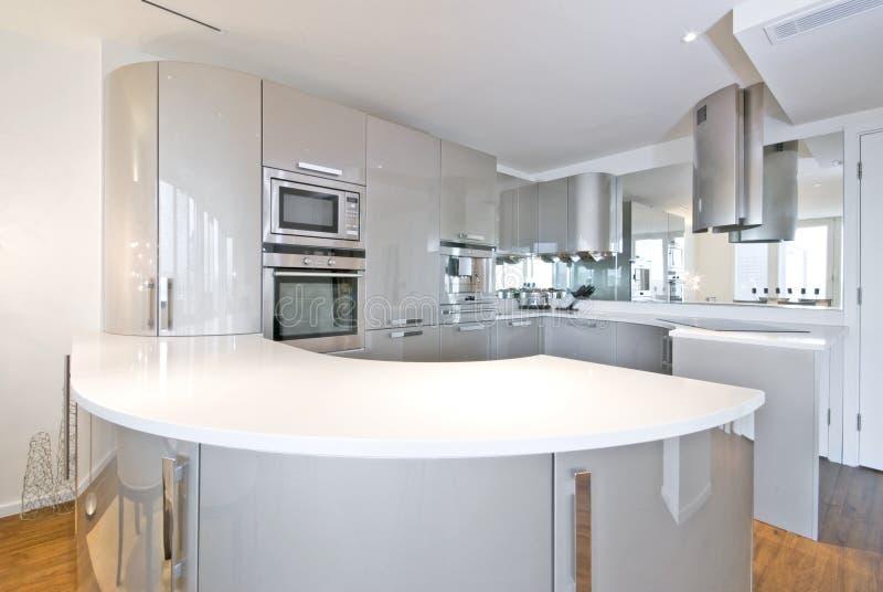 超现代设计员厨房 免版税库存图片