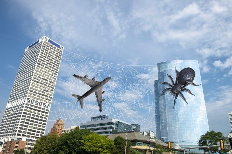 超现实的滑稽的蜘蛛,喷气机飞机,城市地平线 免版税库存图片