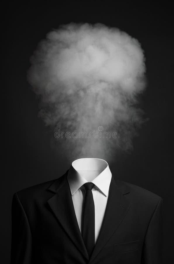 超现实主义和企业题目:而不是一个顶头人的烟在黑暗的背景的一套黑衣服的在演播室 图库摄影