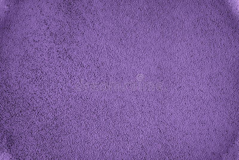 超紫色老脏的水泥纹理、灰色混凝土墙背景网站的或移动设备 图库摄影