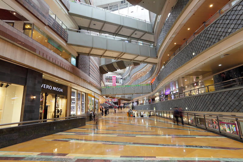 超级品牌购物中心在上海 免版税图库摄影