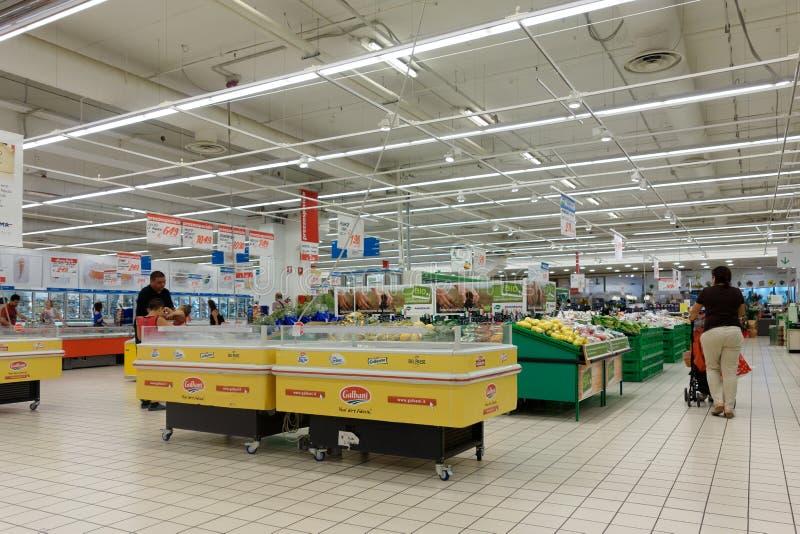 超级市场商店室内买菜 免版税库存照片