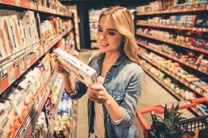 超级市场的妇女 库存照片
