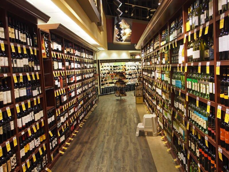 超级市场的酒部门 免版税库存图片