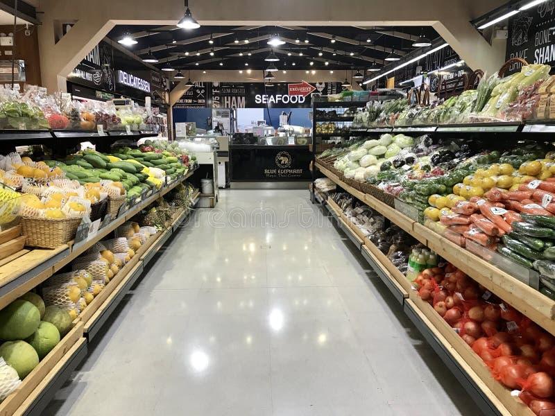 超级市场-卖水果和蔬菜 免版税库存图片