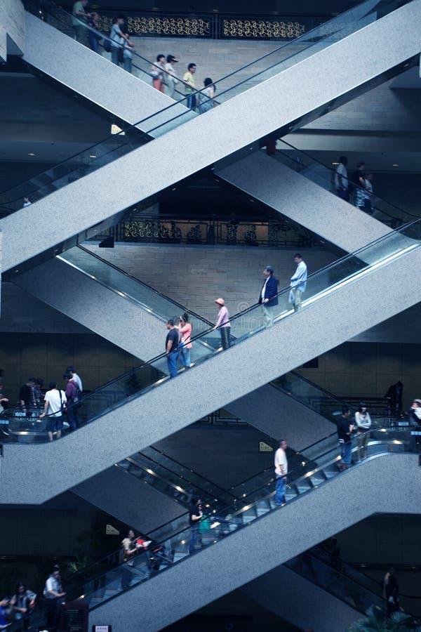 超级自动扶梯的购物中心 库存照片