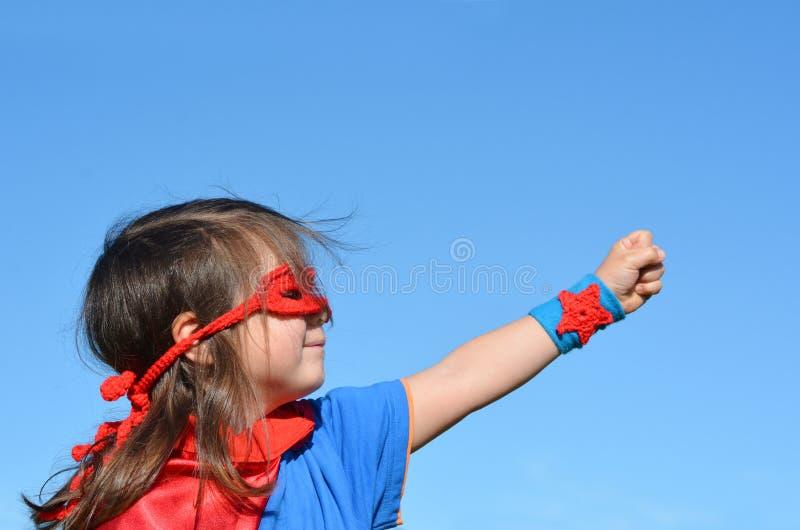 超级英雄儿童女孩力量 库存图片