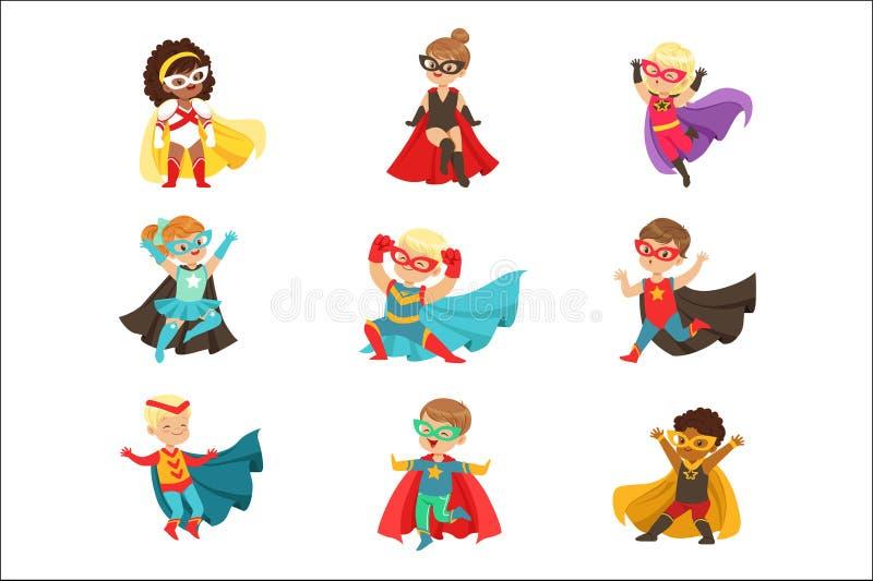 超级英雄女孩和男孩设置了,在超级英雄服装五颜六色的传染媒介例证的孩子 皇族释放例证