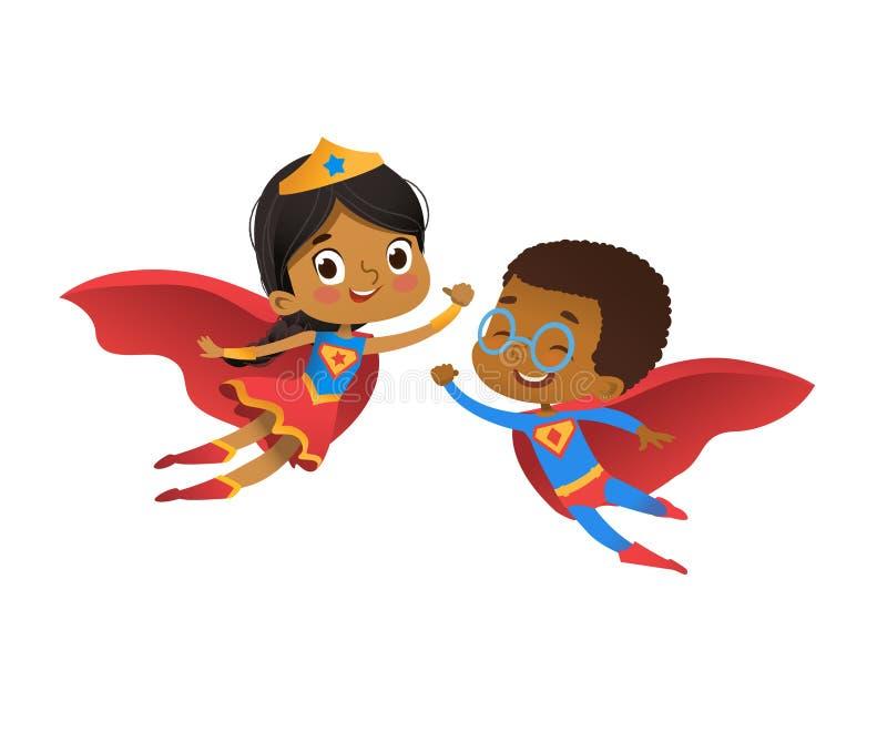 超级英雄非洲朋友字符结合传染媒介 愉快的男孩和女孩穿幼儿园狂欢节党的滑稽的服装 向量例证