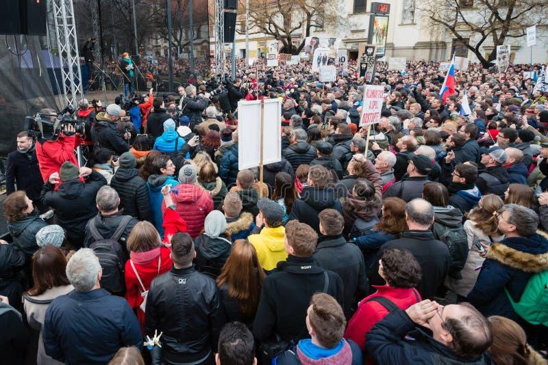 超过60一千个人在布拉索夫, 2018年3月16日的斯洛伐克举行一次反政府集会 库存照片