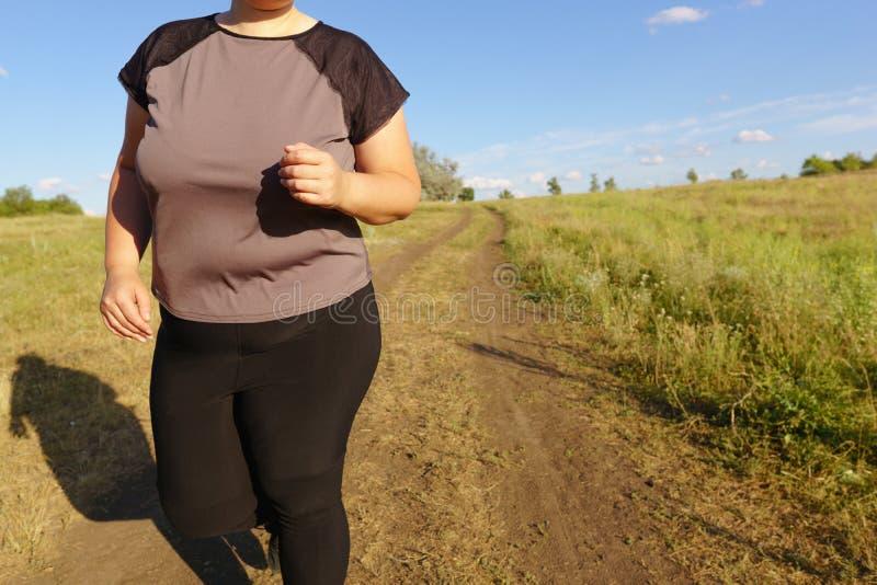 超重赛跑者去跑步户外 ?? 图库摄影