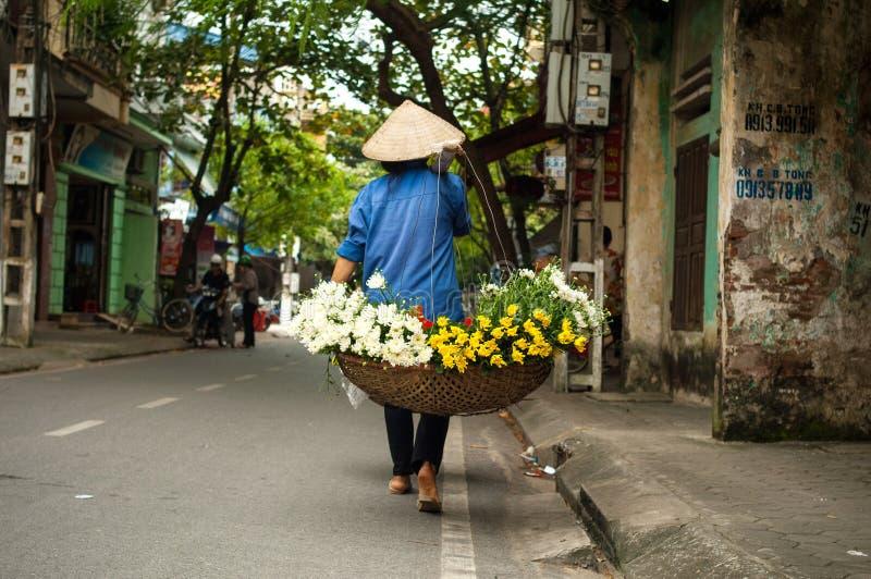 越南卖花人供营商在河内 免版税库存图片