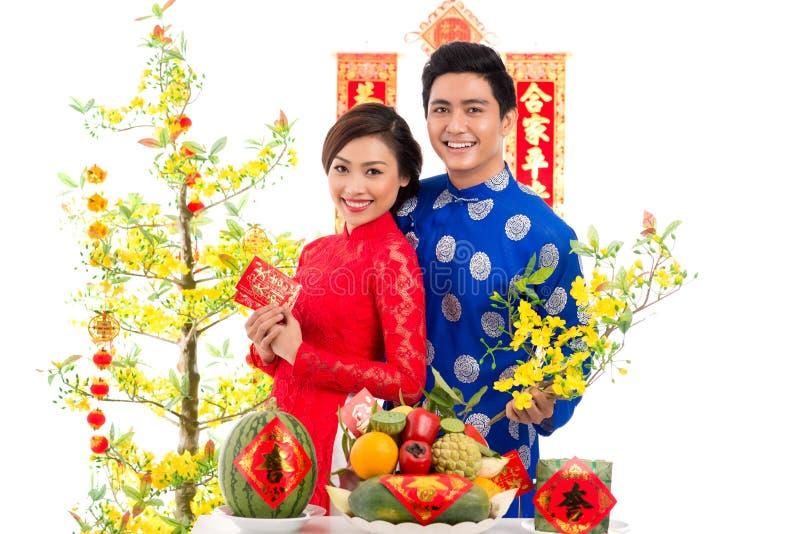 越南夫妇在假日桌上 免版税库存图片