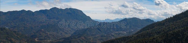 越南最长的山口全景  O Quy Ho山口,Sapa,越南是越南的最长的山口 免版税库存图片