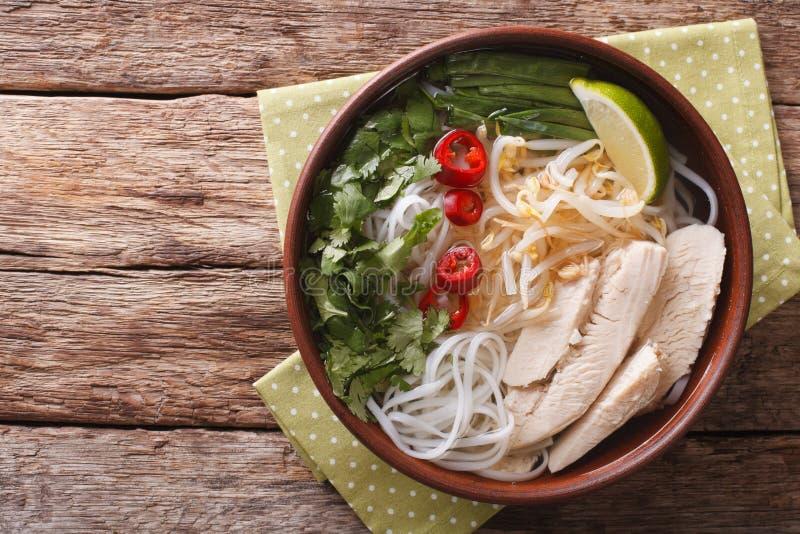 越南汤Pho Ga用鸡肉和大米面条,豆sprou 免版税库存照片